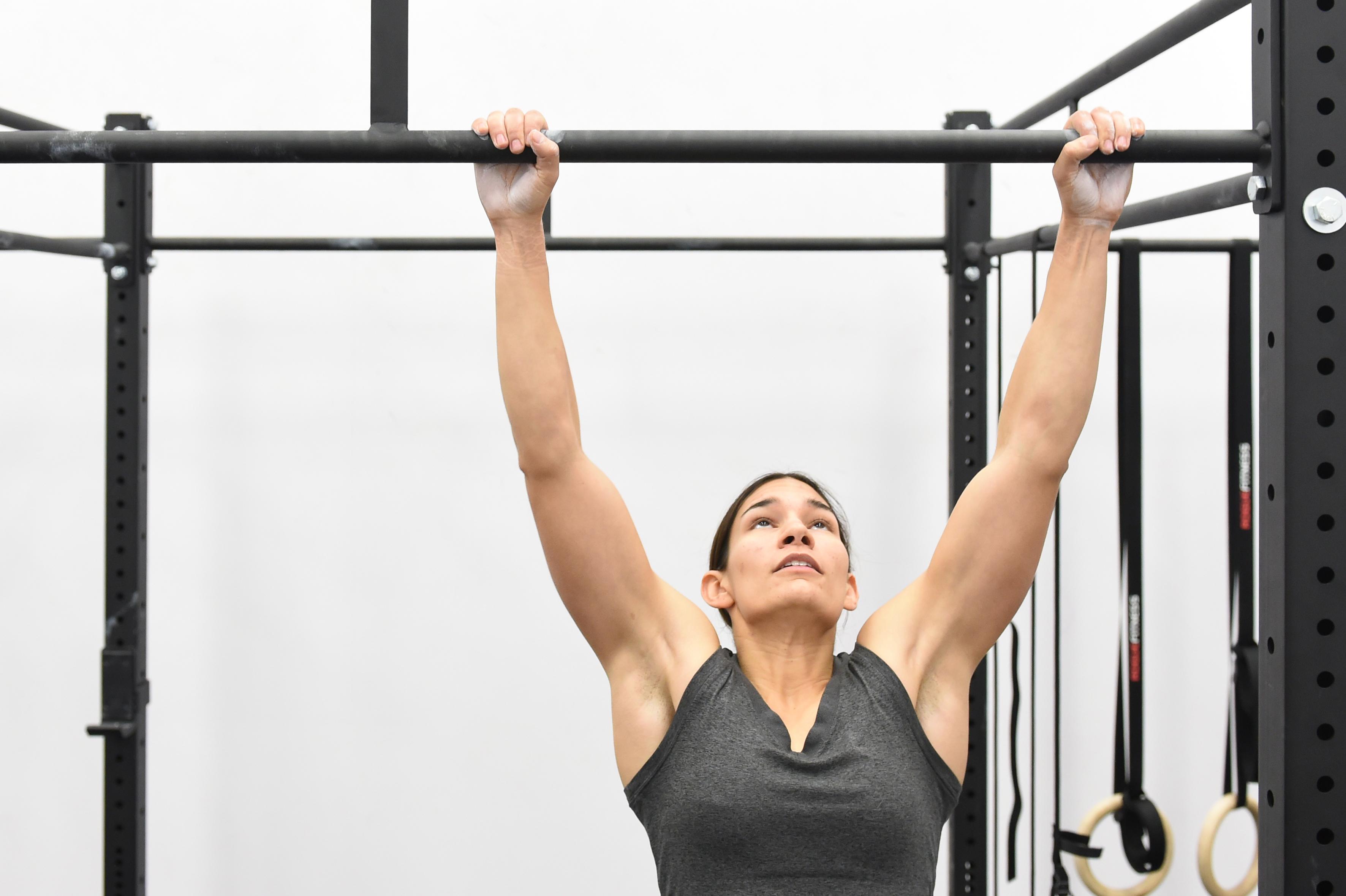 5 Easy Pull Up Bar Exercises For Beginners | RDX Sports Blog